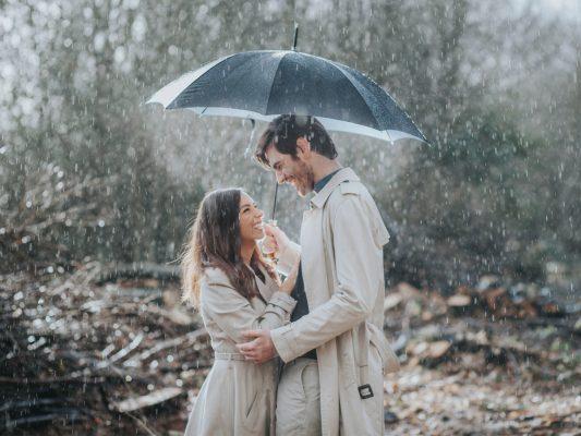 Inspirasi Foto Prewedding Saat Musim Hujan